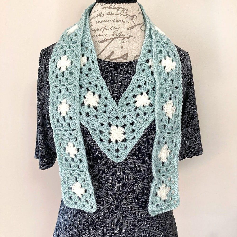crochet granny square v scarf